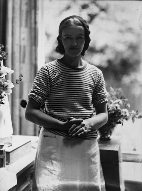 Barbara Hepworth (c 1927), Document reference: TGA 200314/5/1/3. Tate Archives. © Bowness, Hepworth Estate.