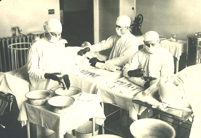 Blood transfusion procedure, 1918. Reproduced with permission from Hospital Archives, The Hospital for Sick Children, Toronto, Canada
