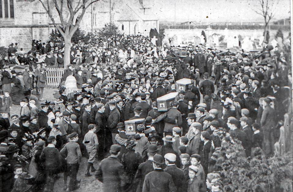 Photograph of the Farnham family funeral