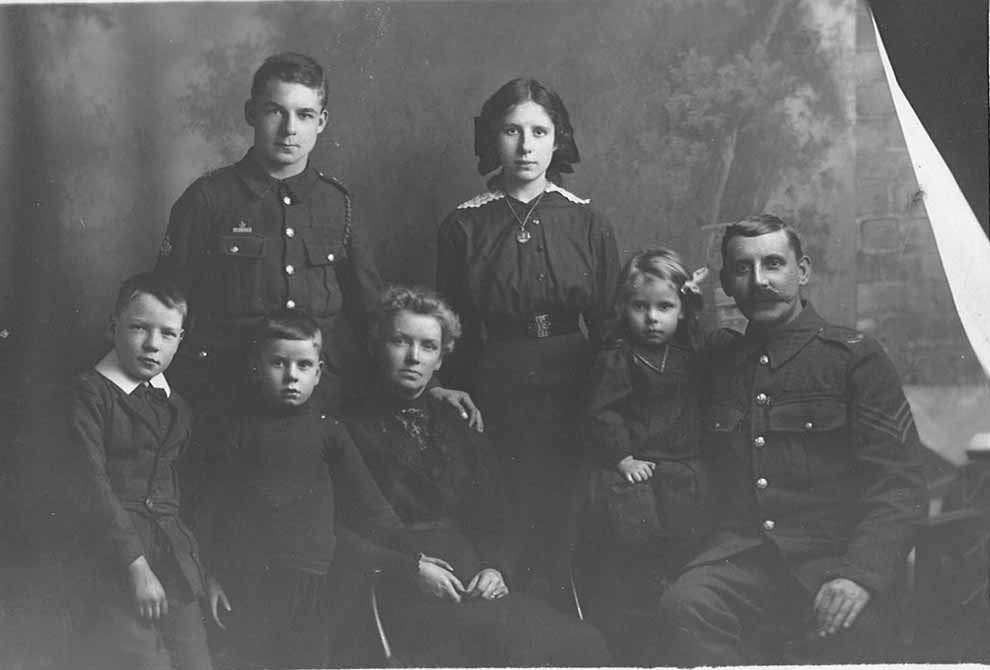 Image of seven members of the Crossley family