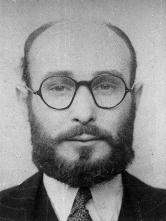 Image of Juan Pujol Garcia disguised in glasses and a beard