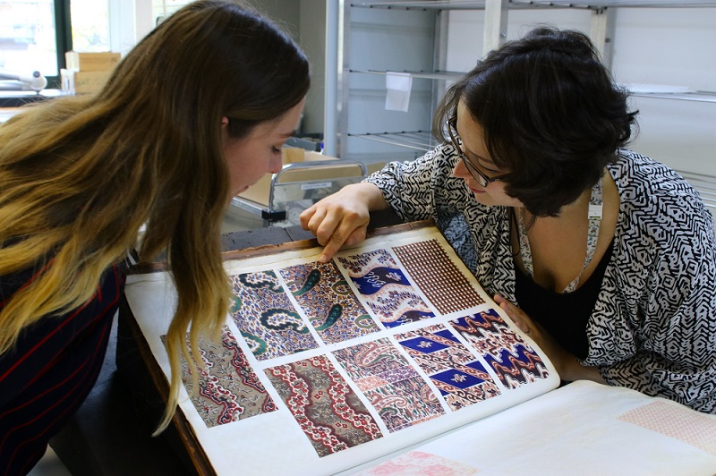 A photo of Helen and Annika identifying pigments used on the Board of Trade volumes