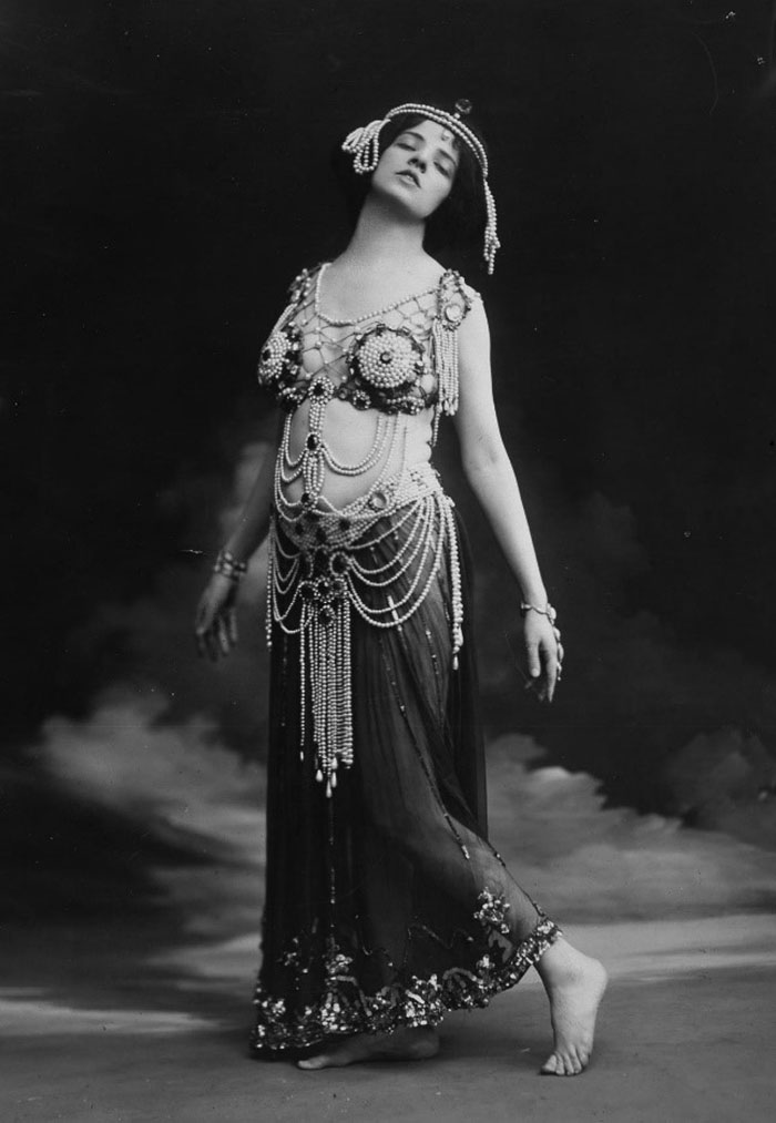 Photograph of Maud Allan dressed as 'Salome', 1910. Reference: COPY 1/550/190.