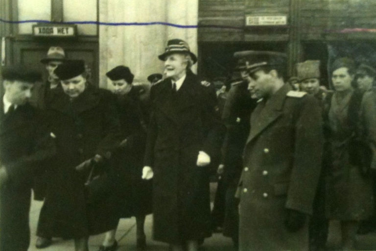 Black and white photograph of Clementine Churchill arriving at Leningrad Railway Station on the morning of 10 April 1945.