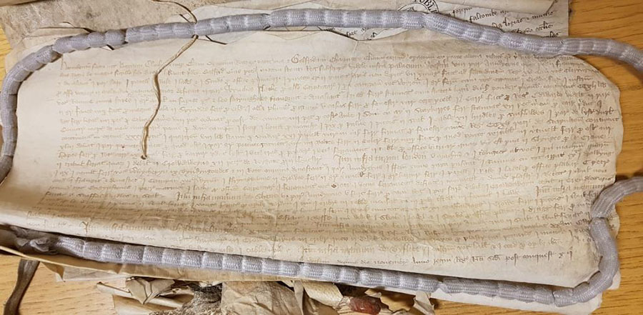 A photograph of the indenture dated November 1389 delivering unused stock and tools to Chaucer, as the new clerk of the works [catalogue reference: E 101/473/3-2]